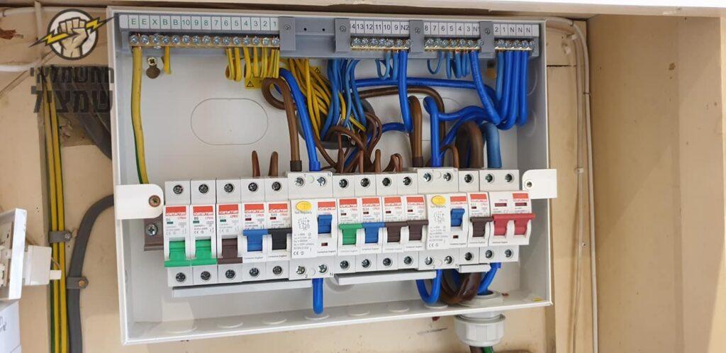החלפת לוח חשמל אחרי הגדלת חיבור חשמל בבית פרטי