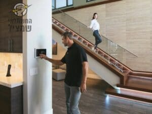 שליטה מלאה בכל הבית דרך מסך אחד או דרך הסמארטפון