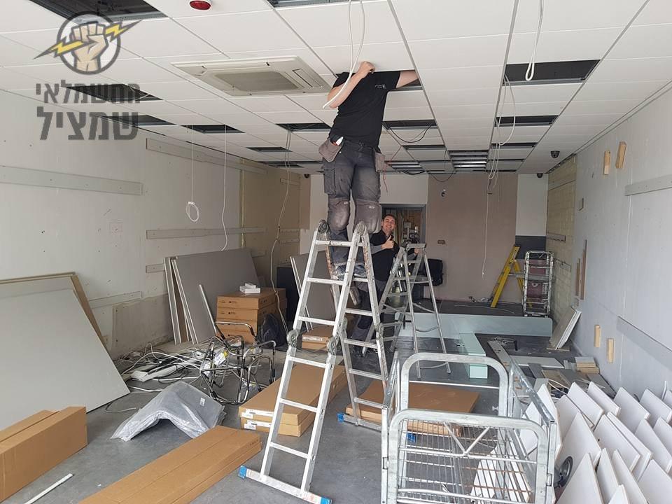 חשמלאי מוסמך בביצוע עבודות חשמל במשרד