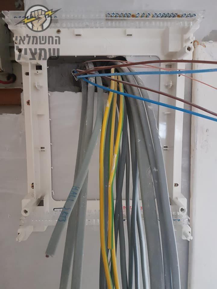 החלפת חוטי חשמל ישנים ביחידת דיור בבית ותיק