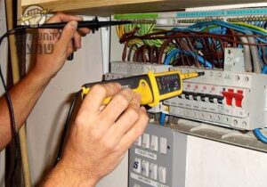 בדיקת חשמל והארקה לכל מאמת בלוח חשמל בדירה
