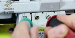 בדיקת הפקקים בלוח לזיהוי פקקים שרופים