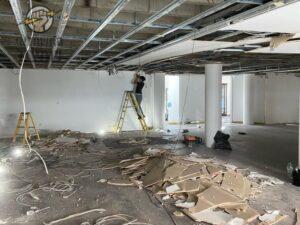 הכנת תשתיות חשמל במשרד בשיפוץ לפני חיבור לחברת חשמל