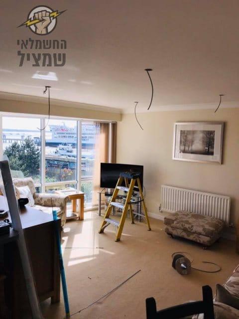 חשמלאי בתל אביב בהתקנת גופי תאורה בדירה במרכז העיר
