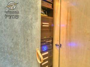 התקנת מערכת חשמל חכם(בית חכם) בבית בקיסריה על ידי חשמלאי טכנולוגי