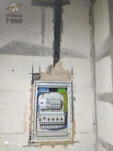 הכנות לוח חשמל להגדלת האמפר בדירה בשכונת אלרם בחדרה