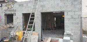 הכנת תשתיות חשמל לפני יציקה בבית פרטי בבניה בשכונת הדרים בכפר סבא