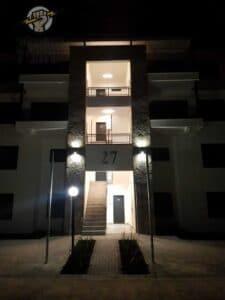 תאורה לחדר מדרגות בבניין 3 קומות