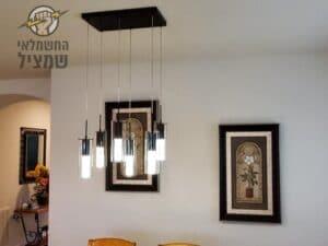 התקנת גופי תאורה תלויים על ידי חשמלאי מקצועי בדירה בבת ים בשיכון עמידר