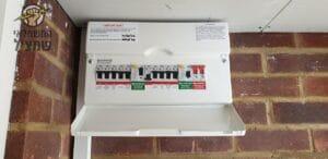 בדיקת חשמל בארון ביחידת דיור צמודה לבית פרטי בלוד