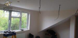 הכנת תשתיות לתאורה ביחידת דיור בעליית גג