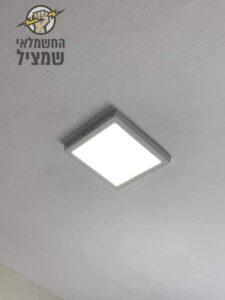 התקנת גופי תאורה לדים צמודי תקרה בדירה אחרי שיפוץ בגן יבנה